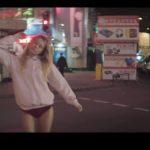 夢遊病女子が踊り出す!? Ed Bangerの主催者「Busy P」、「Mayer Hawthorne」をフィーチャーした「GENIE」のMVを公開