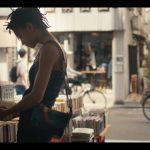 歌手・モデルとして活躍するウィル・スミスの娘「Willow Smith(ウィロー・スミス)」が、東京の街を散歩する「CHANEL'S GABRIELLE BAG」キャンペーンのムービーが公開